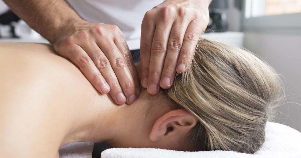 Лечебный массаж при остеохондрозе шейного отдела