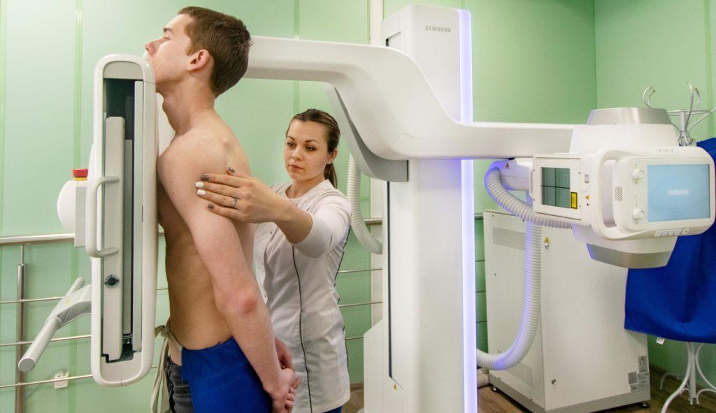 Процедура рентгена в положении стоя