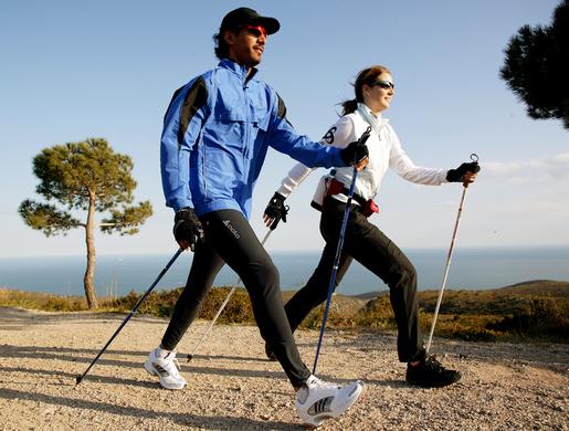 Можно ли при остеохондрозе заниматься скандинавской ходьбой