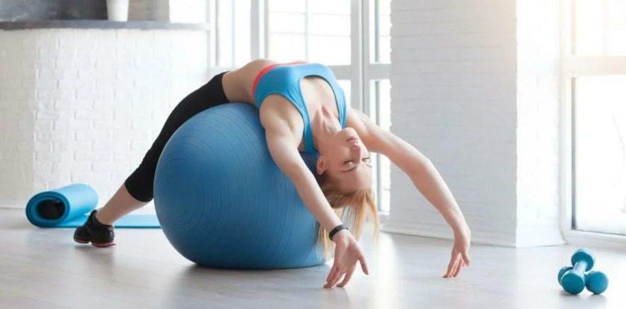 Упражнения на фитболе при проблемах со спиной