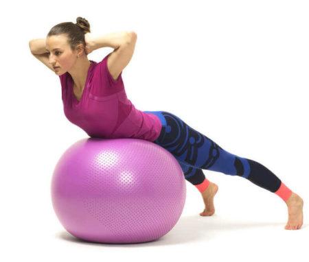 Упражнения на фитболе для лечения остеохондроза