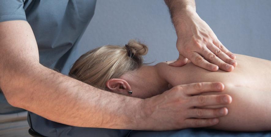 Как правильно делать массаж при грудном остеохондрозе