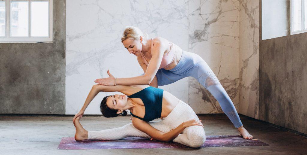 Йога при остеохондрозе позвоночника с инструктором