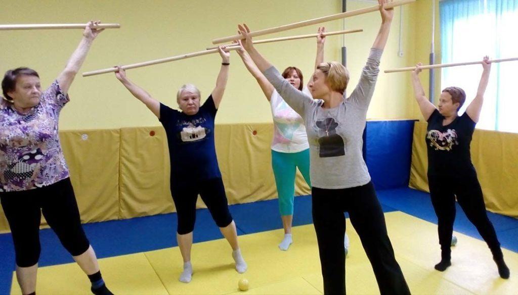 Упражнения с палкой при остеохондрозе
