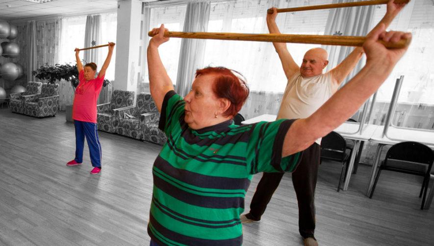 Упражнения с палкой для всей спины